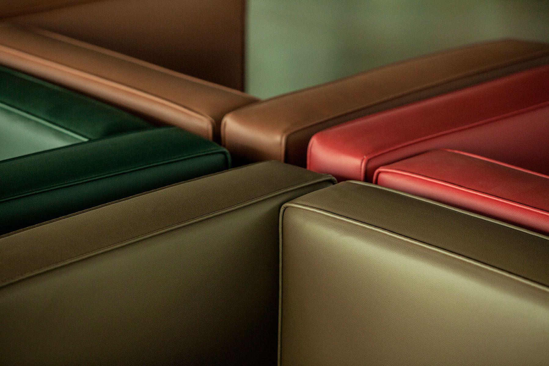 Poltrona LC3, linha Color, caramelo