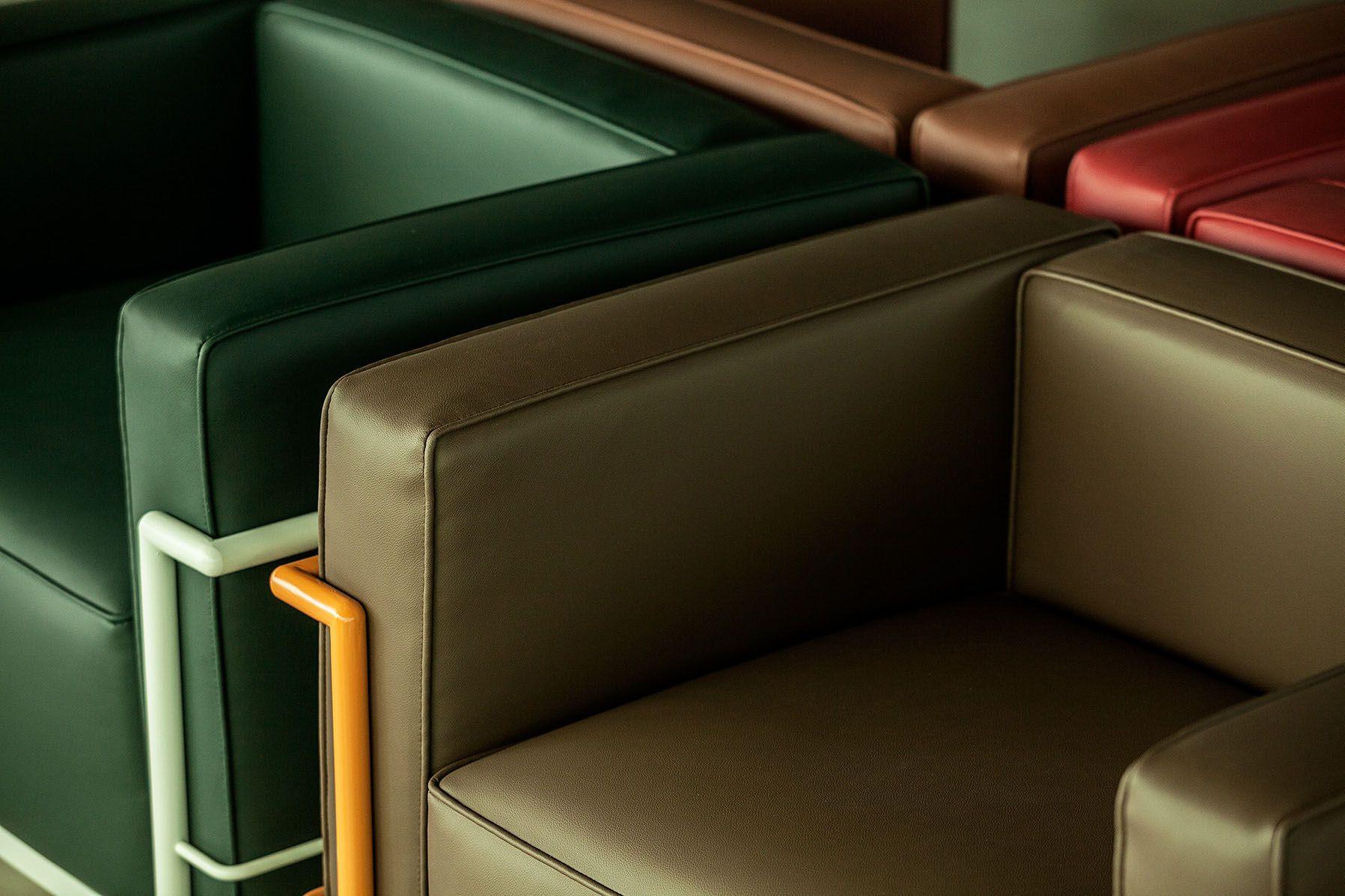 Poltrona LC3, linha Color, marrom