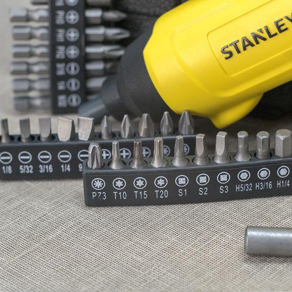 Parafusadeira Angular 4v Litiun C/ 30 Peças Scs4k Stanley
