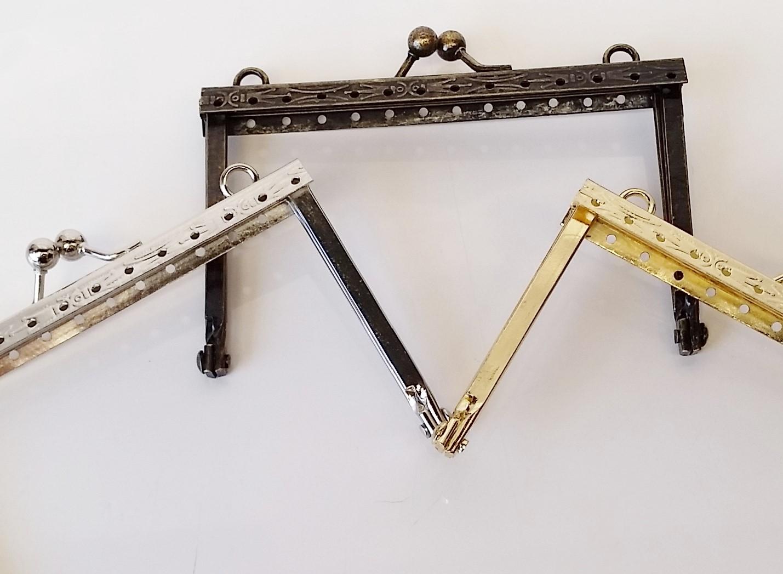 Armação 10cm x 6cm Desenhada c/ furos e argolas Latonada