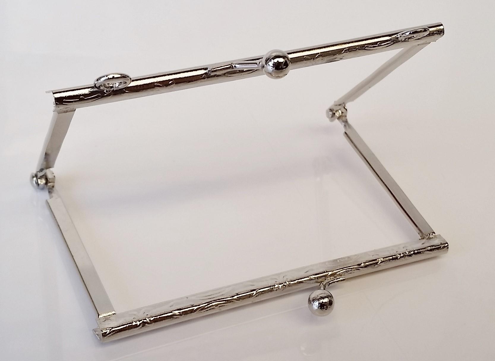 Armação 10cm x 6cm Desenhada c/ furos e argolas Niquelada