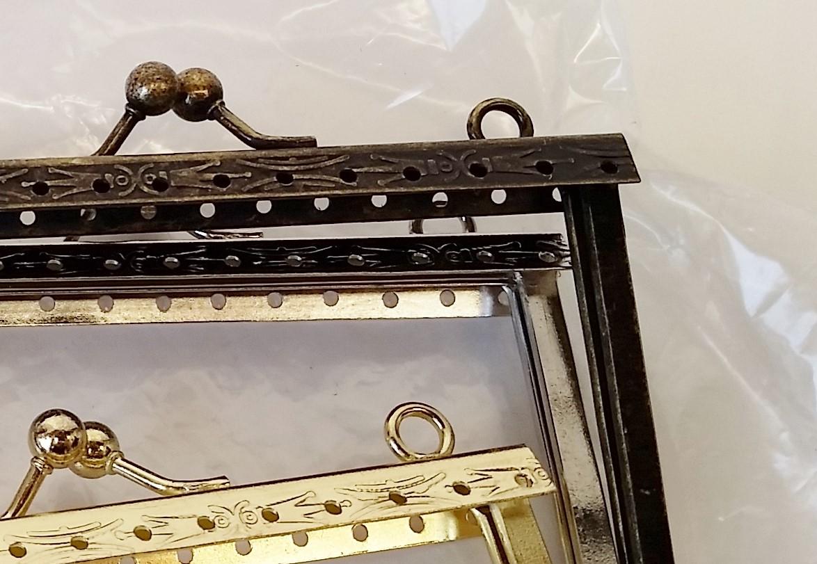 Armação 10cm x 6cm Desenhada c/ furos e argolas Ouro Velho
