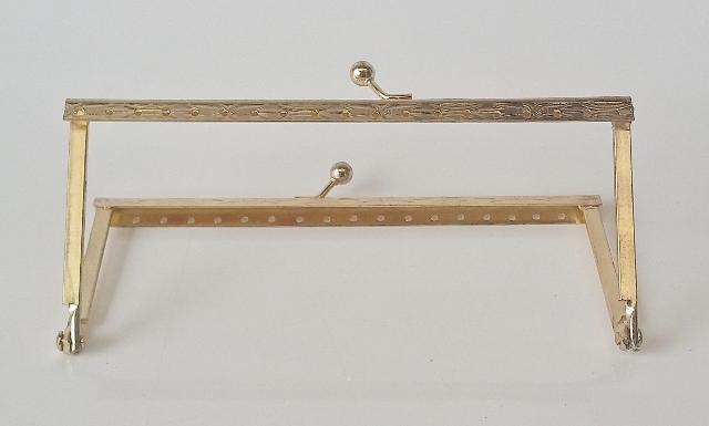 Armação 10cm x 6cm Desenhada c/ furos p/ costura Latonada