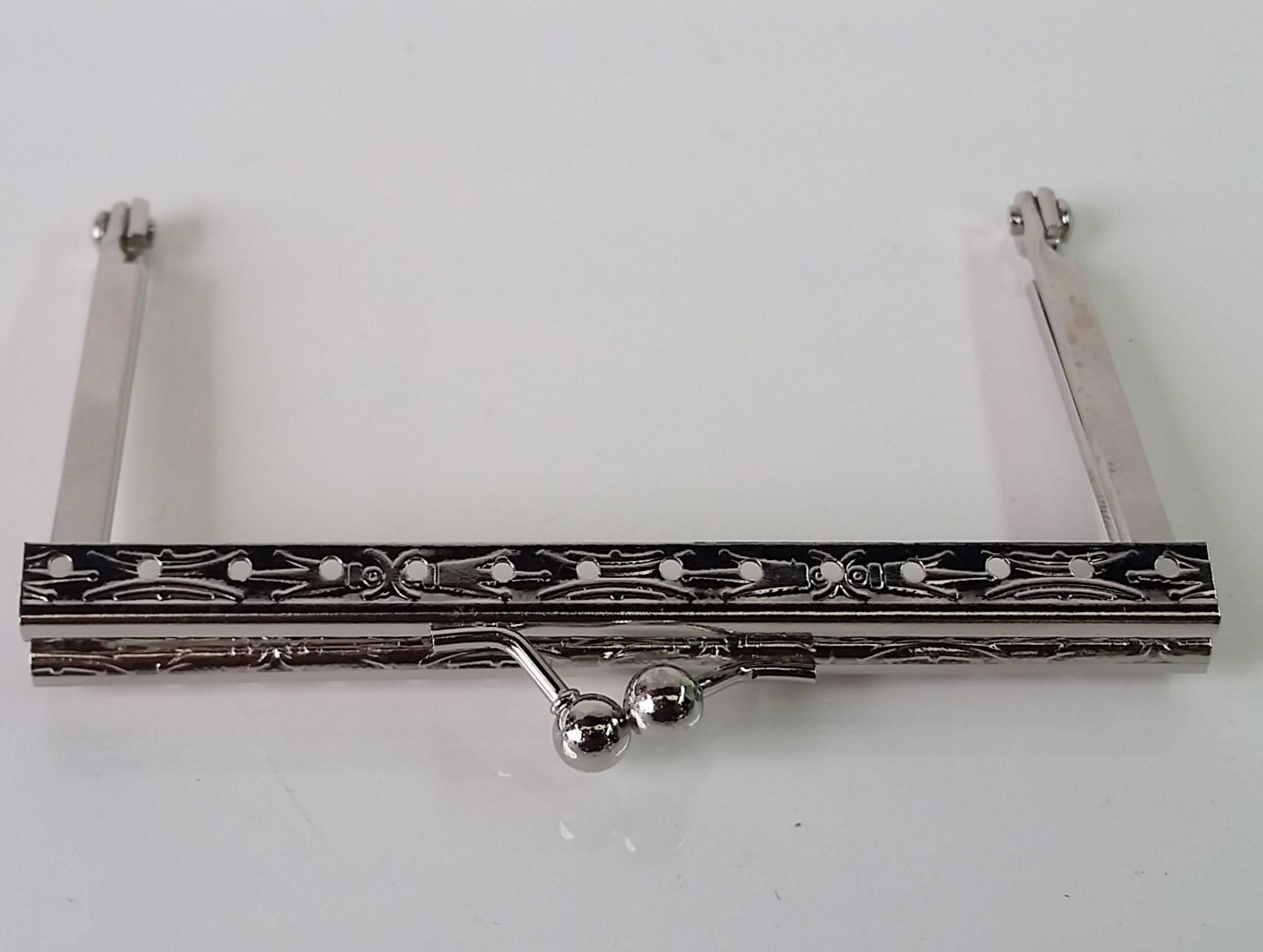 Armação 10cm x 6cm Desenhada c/ furos p/ costura Niquelada