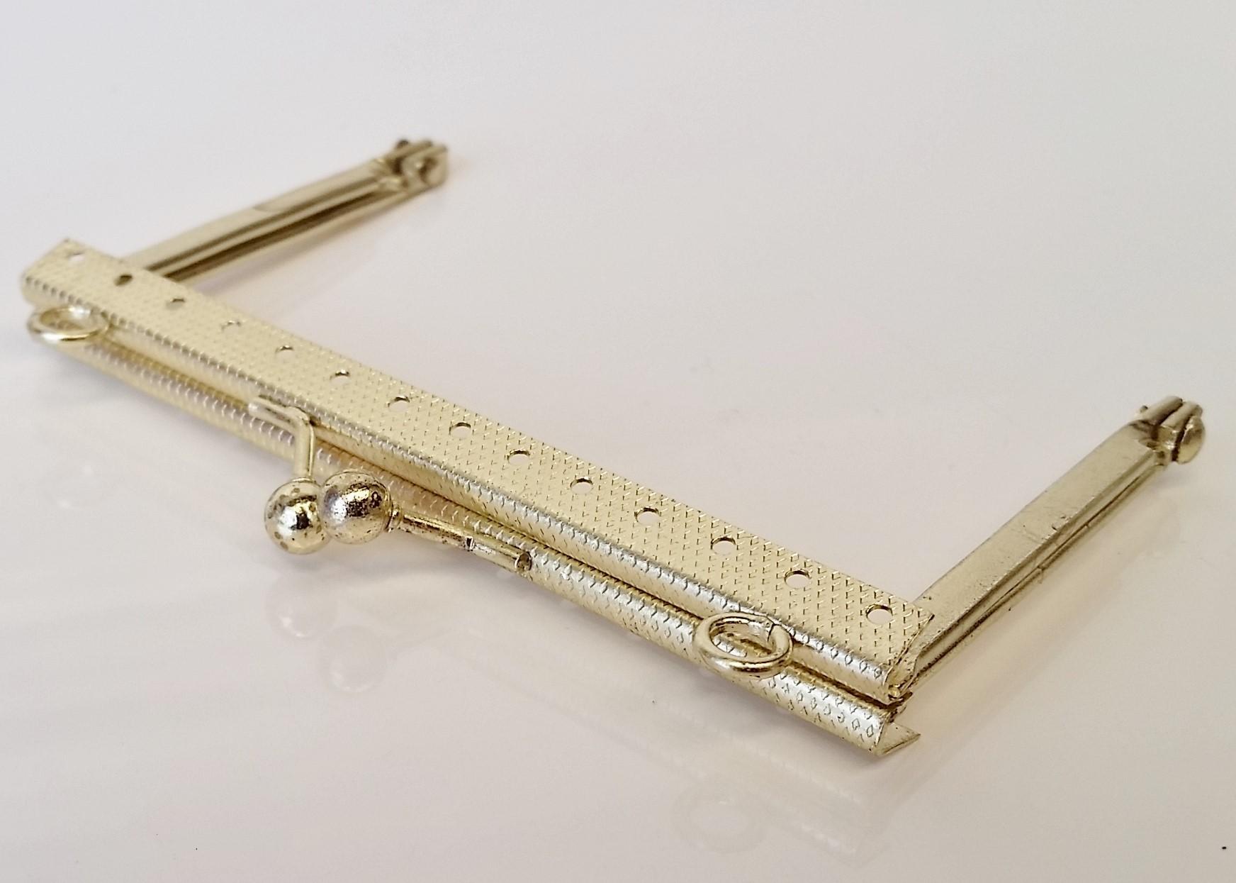 Armação 10cm x 6cm Gravada c/ furos e argolas Latonada