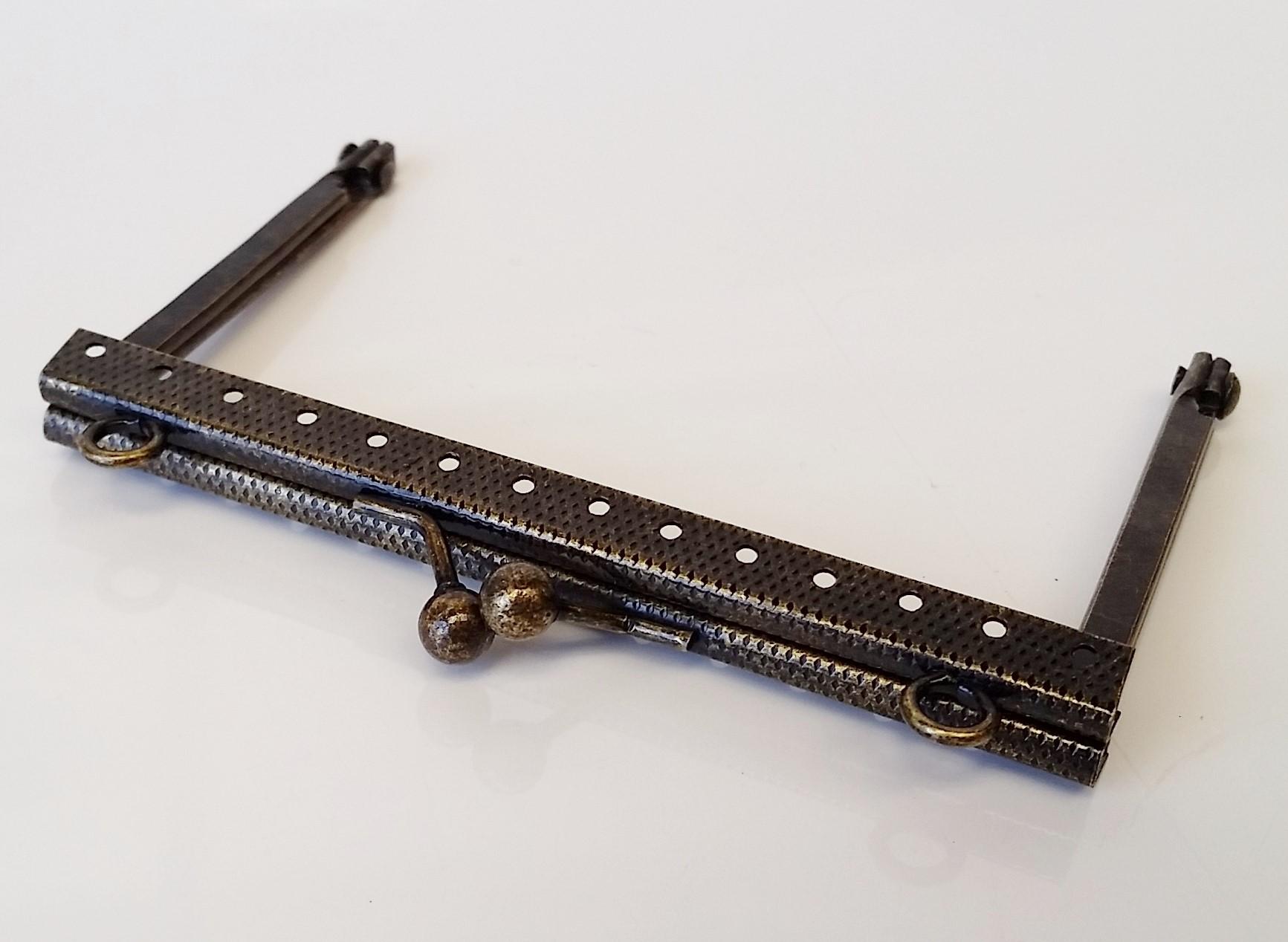 Armação 10cm x 6cm Gravada c/ furos e argolas Ouro Velho