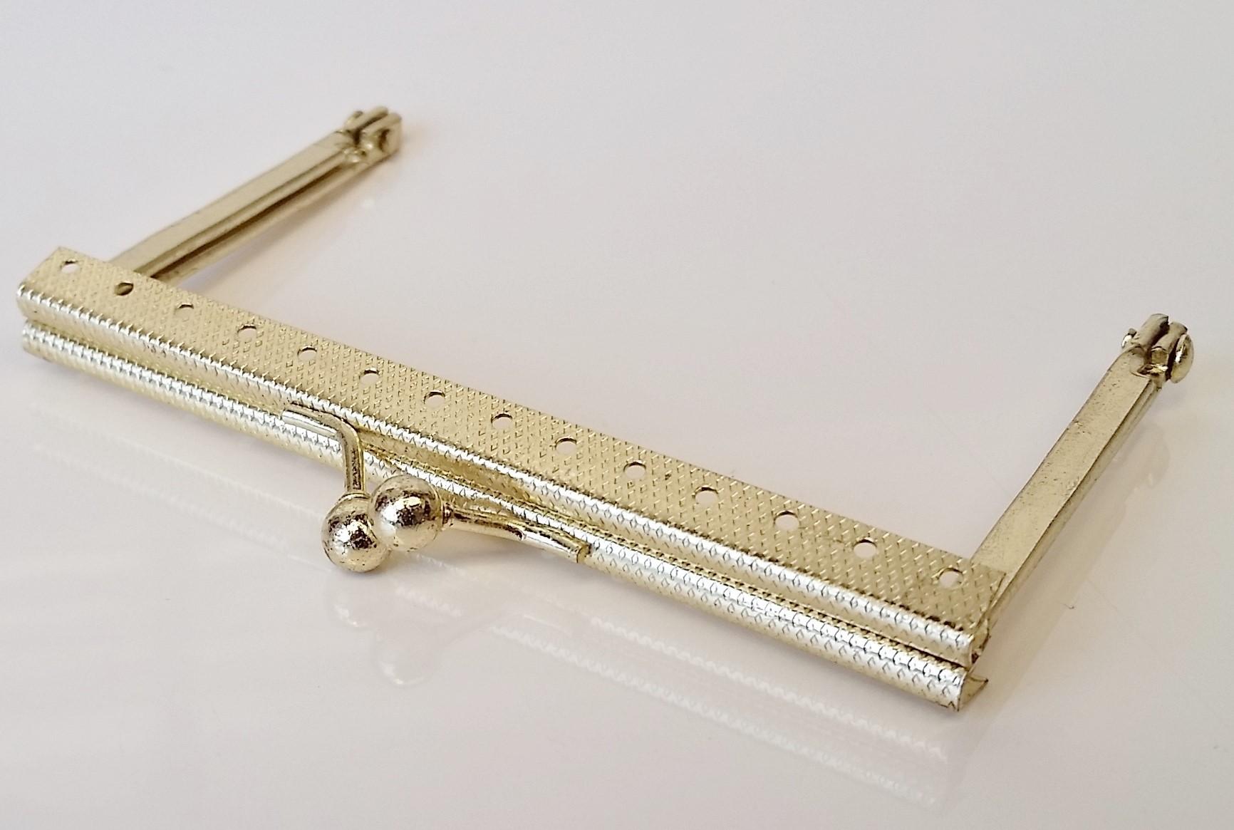 Armação 10cm x 6cm Gravada c/ furos p/ costura Latonada