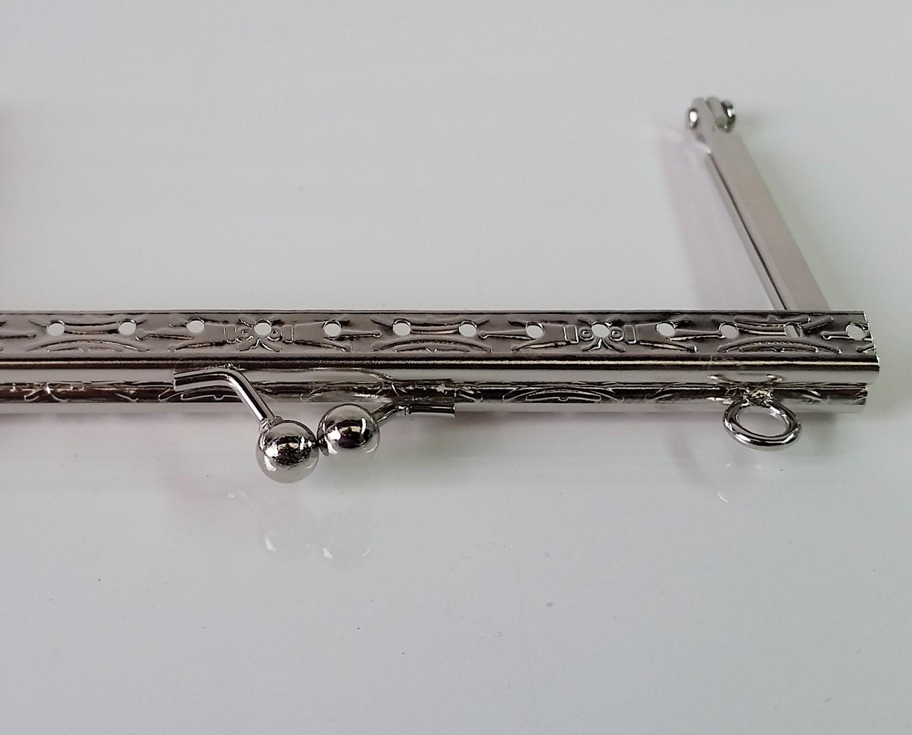 Armação 12cm x 6cm Desenhada c/ furos e argolas Niquelada