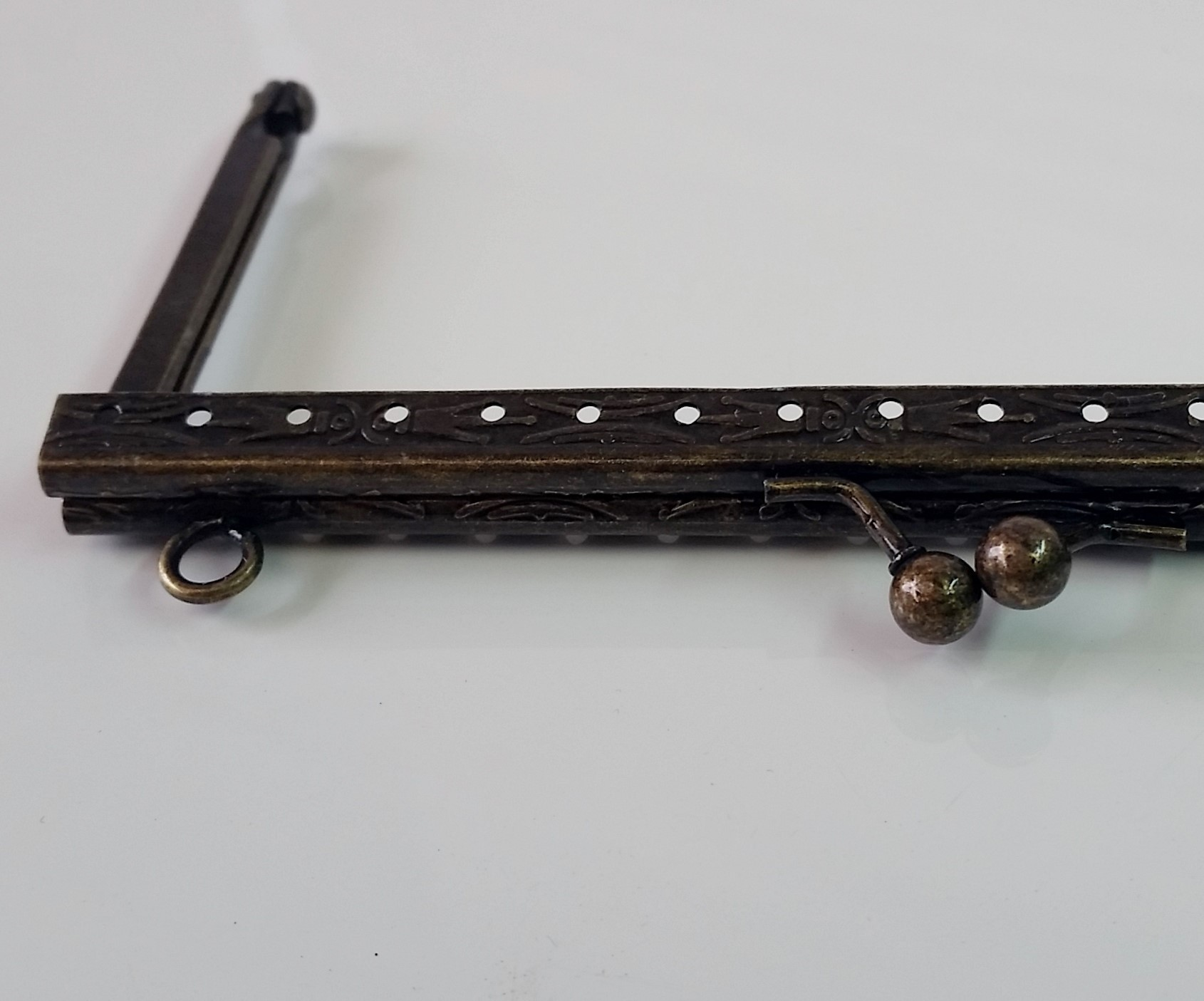 Armação 14cm x 6cm Desenhada c/ furos e argolas Ouro Velho