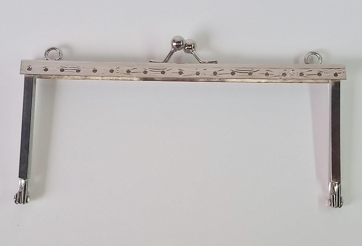 Armação 14cm x 6cm Desenhada com furos e argolas Niquelada