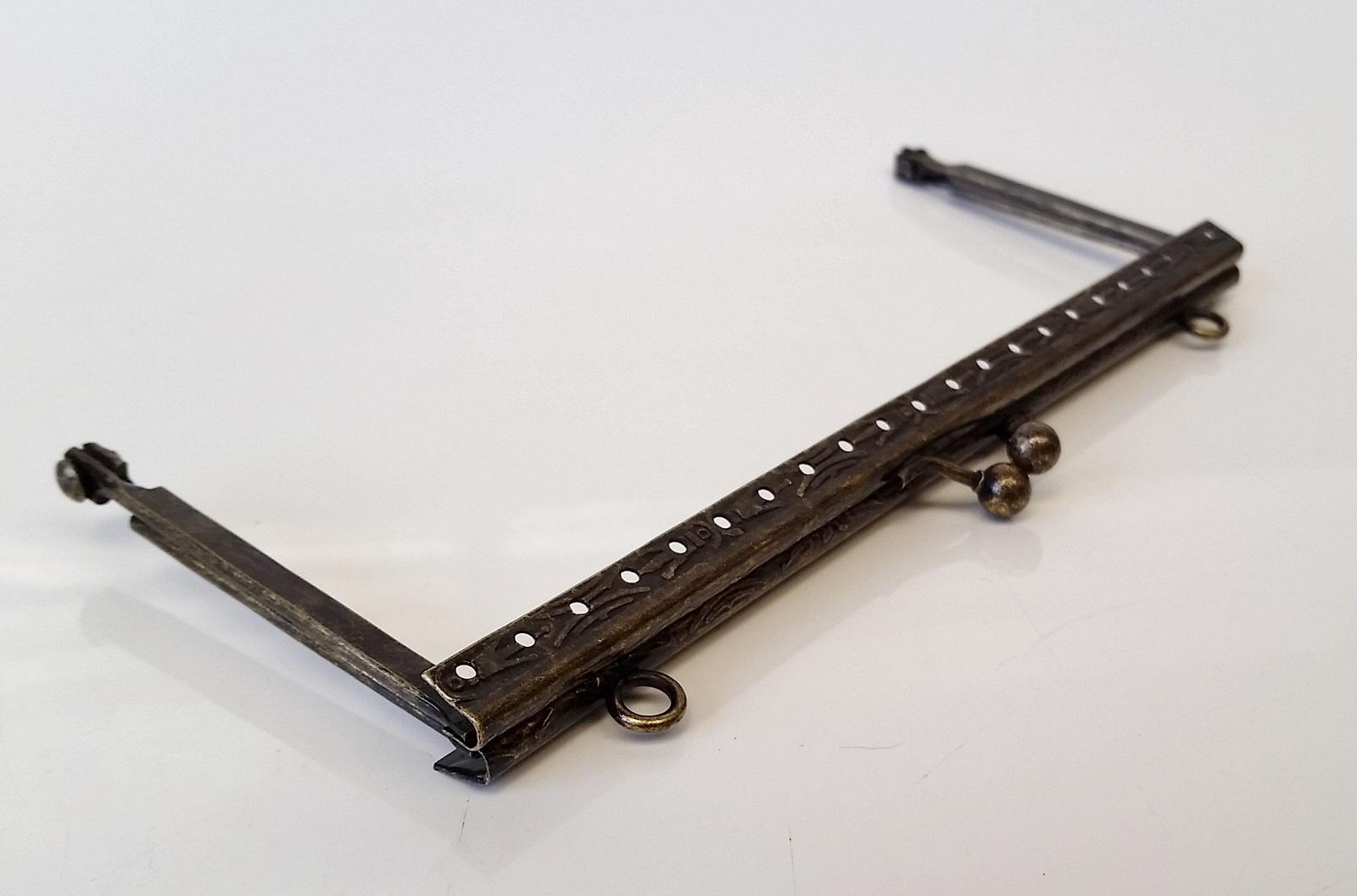 Armação 16 x 6cm Desenhada c/ furos e argolas Ouro Velho