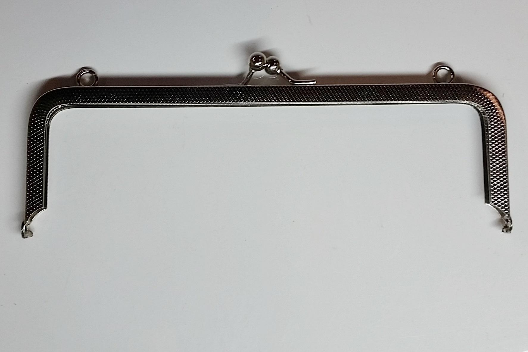 Armação 16cm x 5cm c/ argolas Niquelada