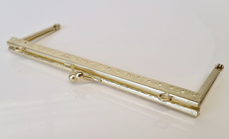 Armação 16cm x 6cm Desenhada c/ furos e argolas Latonada