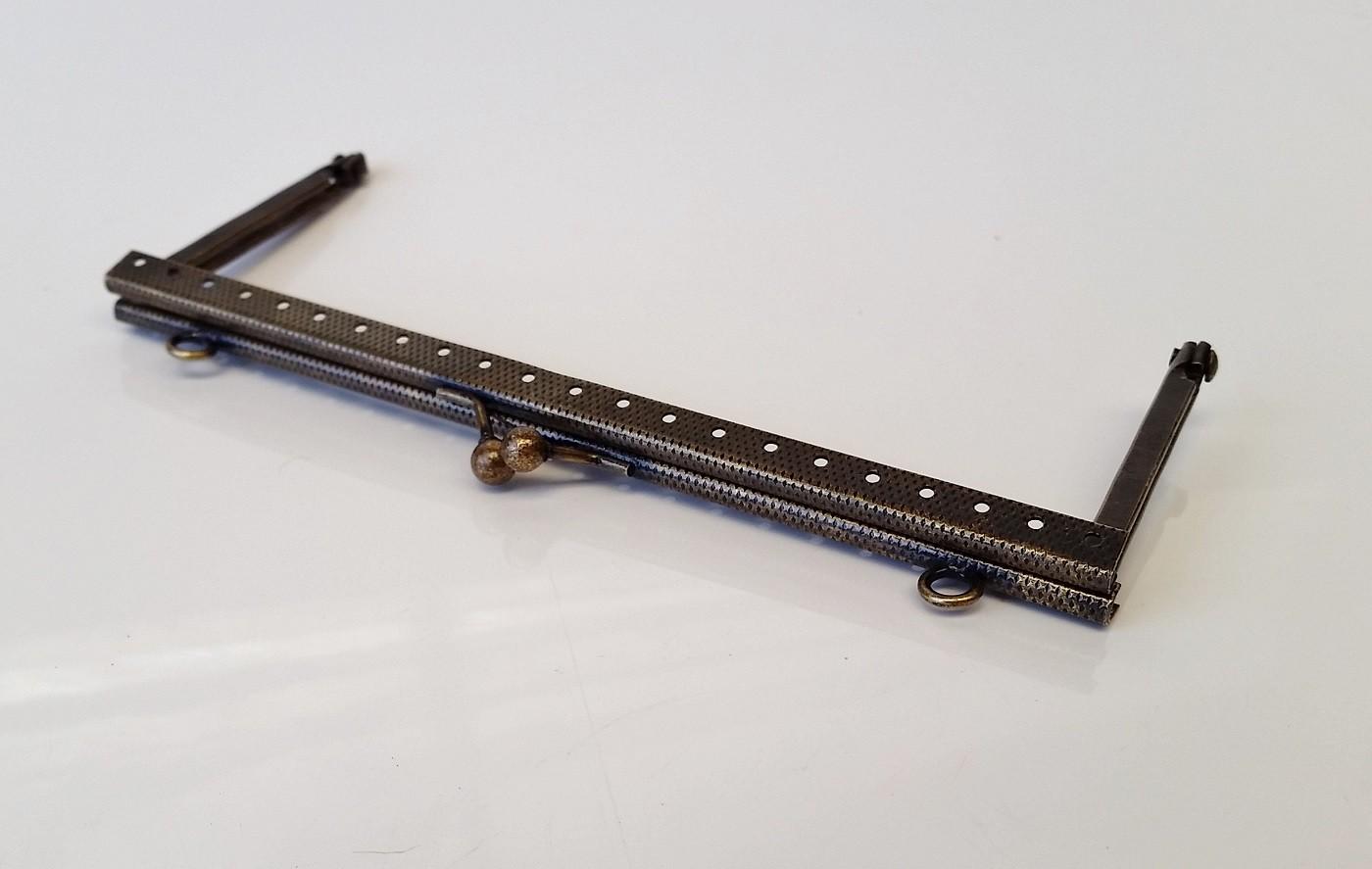 Armação 16cm x 6cm Gravada c/ furos e argolas Ouro Velho