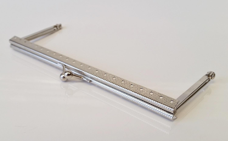 Armação 16cm x 6cm Gravada com furos p/ costura Niquelada