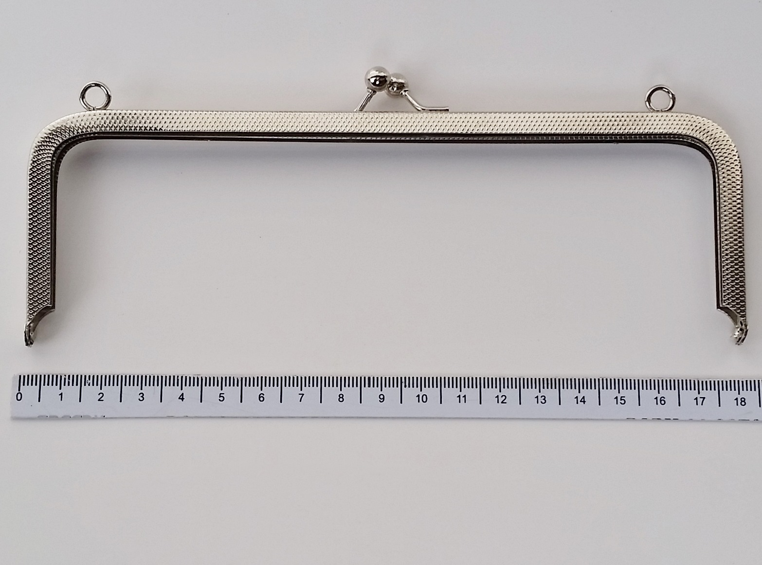Armação 18cm x 6cm c/ argolas Niquelada