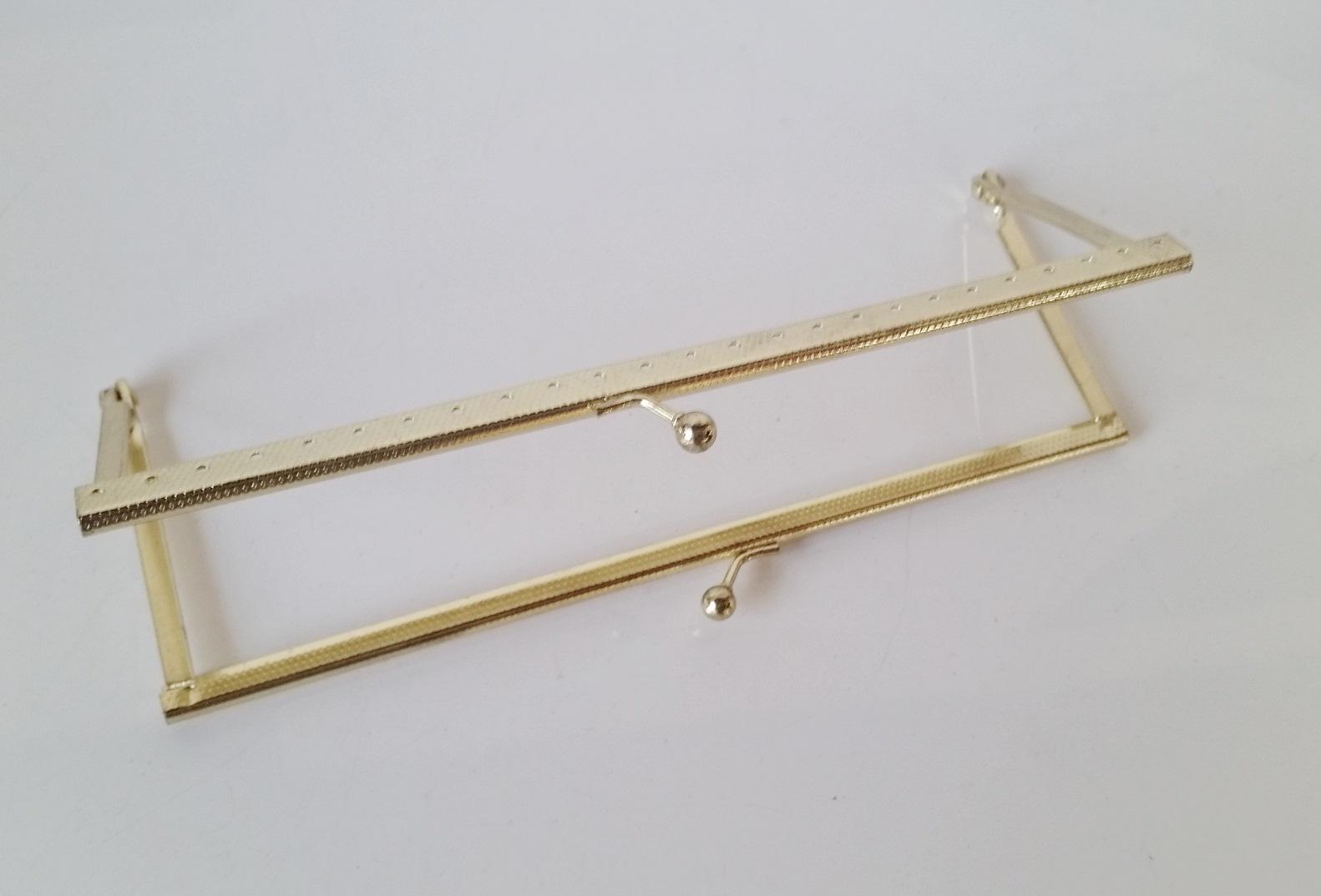 Armação 18cm x 6cm Gravada c/ furos e argolas Latonada