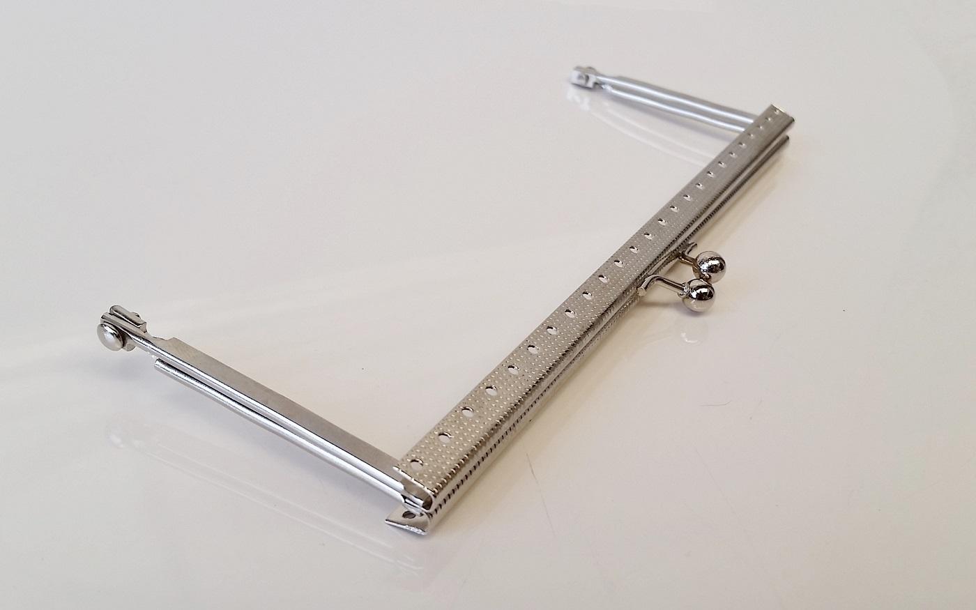 Armação 18cm x 6cm Gravada com furos p/ costura Niquelada