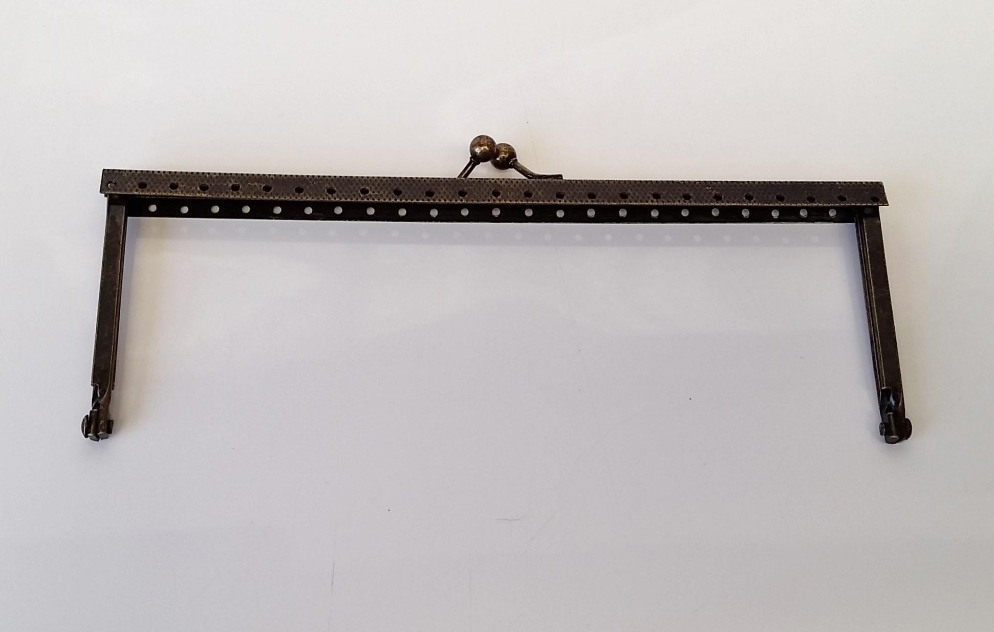 Armação 18cm x 6cm Gravada com furos p/ costura Ouro Velho