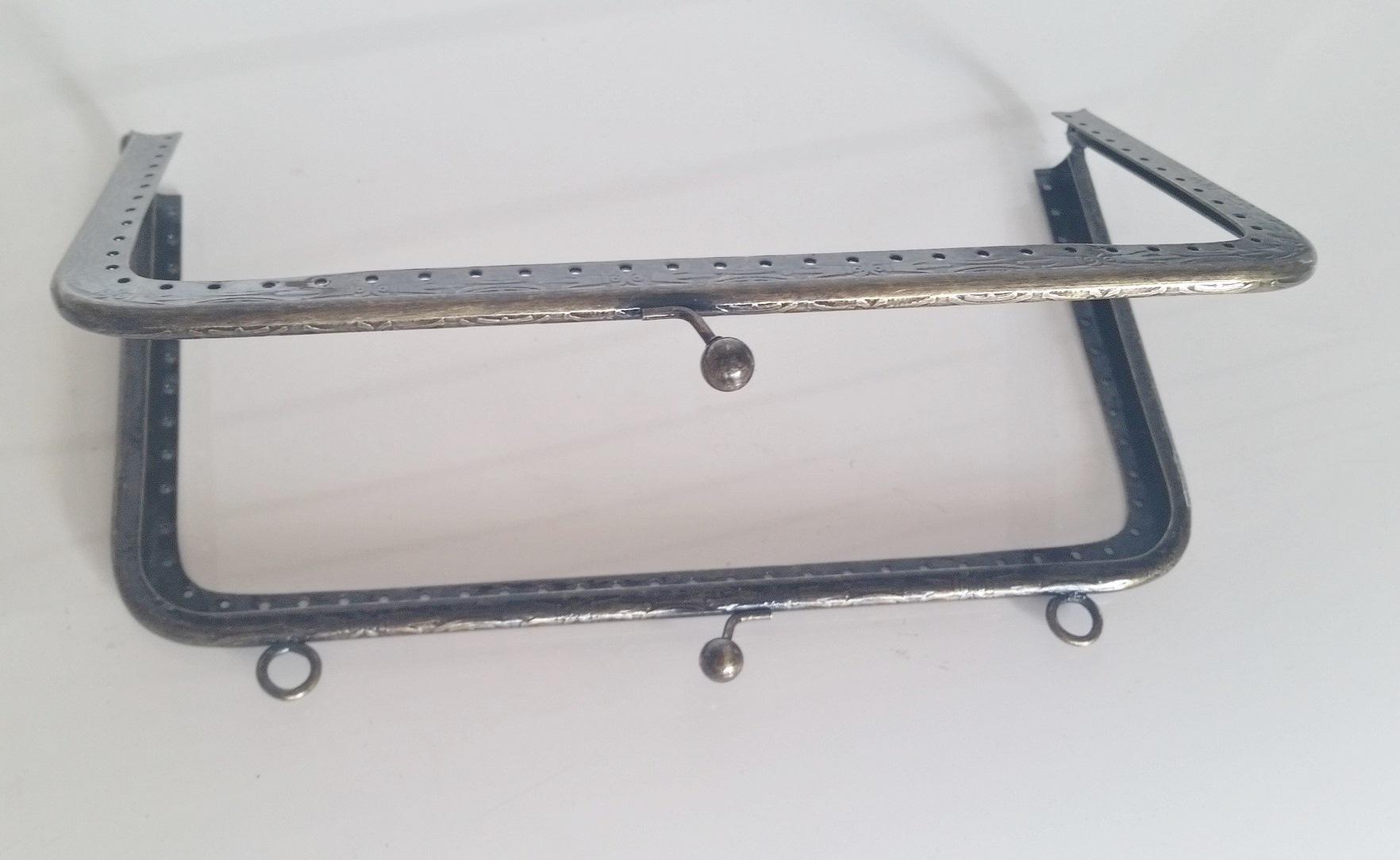 Armação 20cm x 11cm Desenhada c/ furos e argolas Ouro Velho