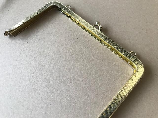 Armação 20cm x 11cm Gravada c/ furos e argolas Latonada
