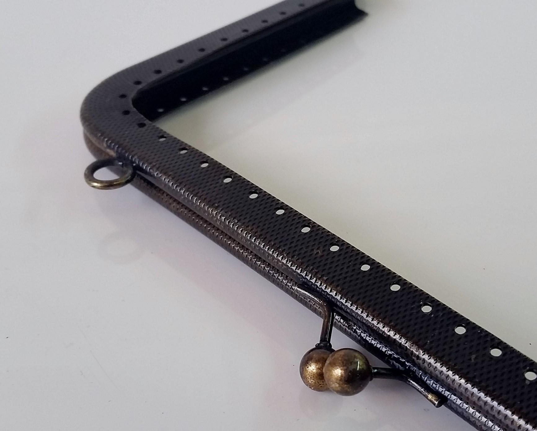 Armação 20cm x 11cm Gravada c/ furos e argolas Ouro Velho