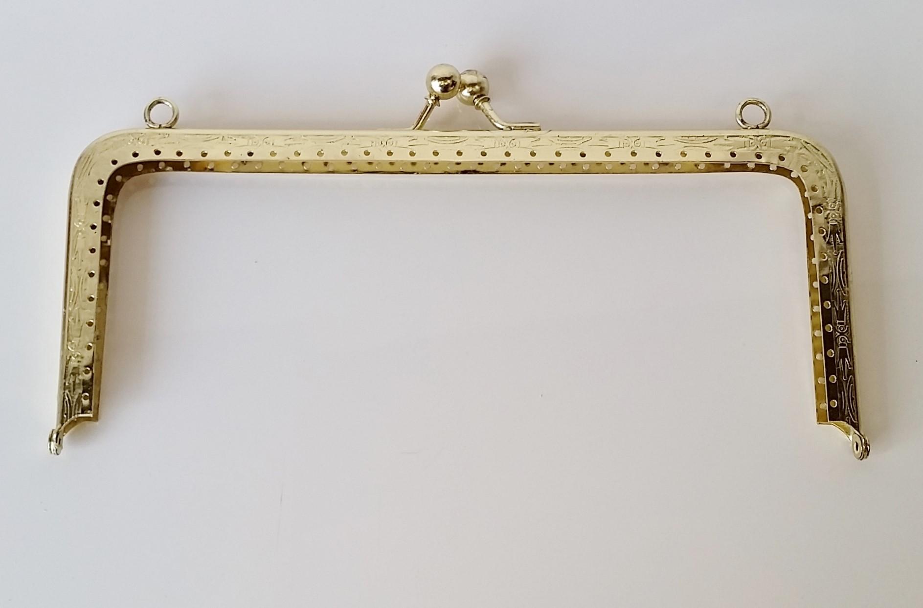 Armação 23cm x 10cm Desenhada c/ furos e argolas Latonada