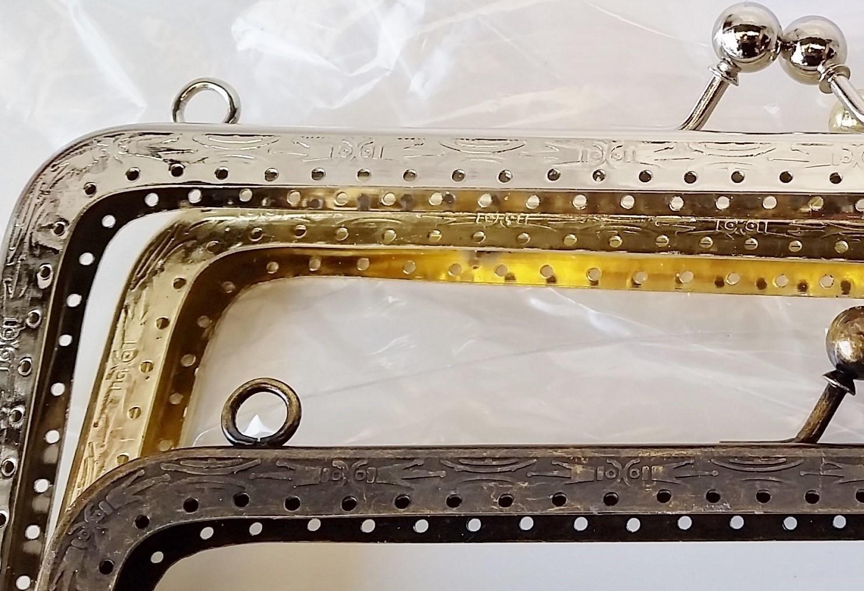 Armação 23cm x 10cm Desenhada c/ furos e argolas Ouro Velho