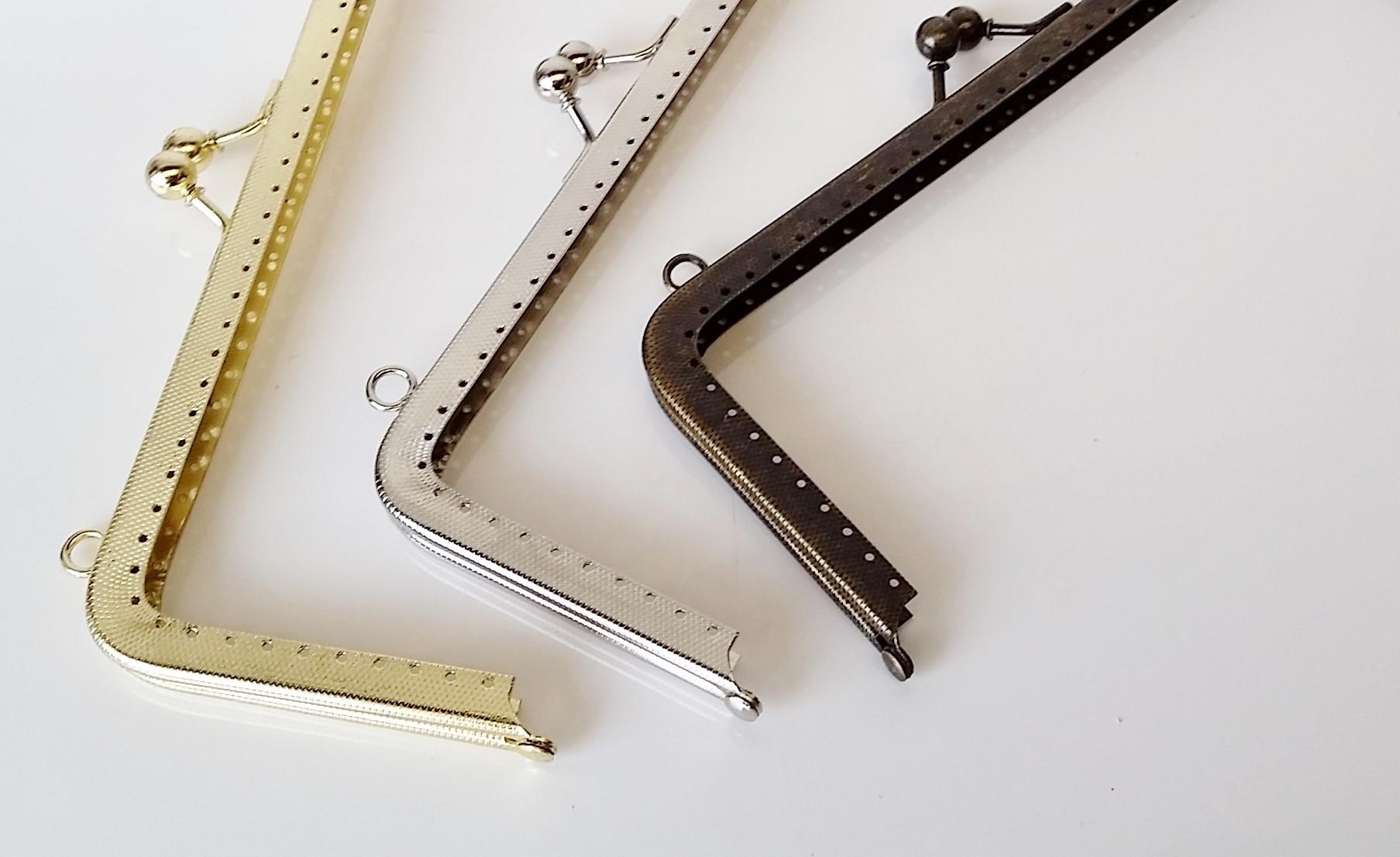 Armação 23cm x 10cm Gravada c/ furos e argolas Latonada