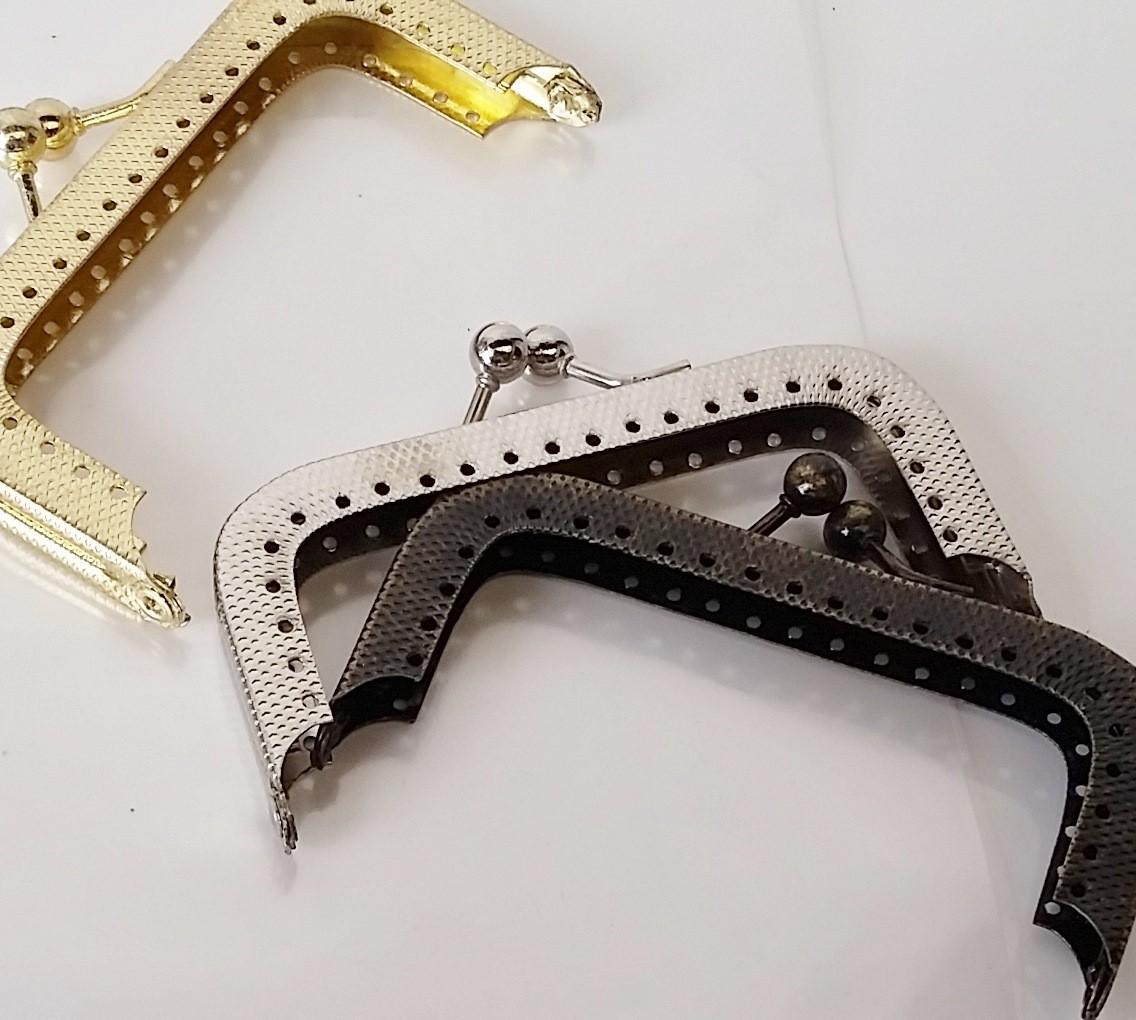 Armação 8cm x 4cm c/ furos p/ costura Niquelada