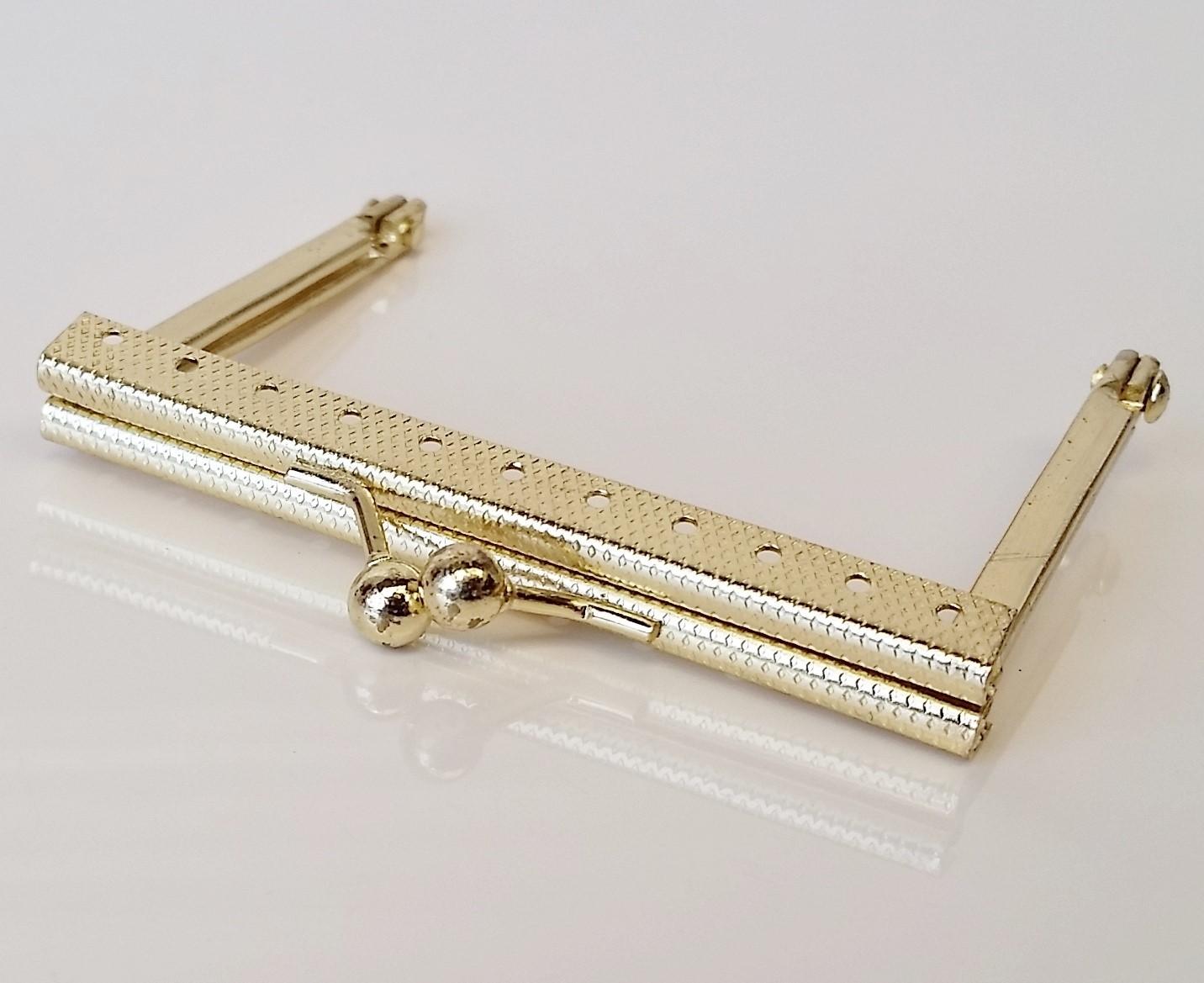 Armação 8cm x 6cm Gravada c/ furos p/ costura Latonada