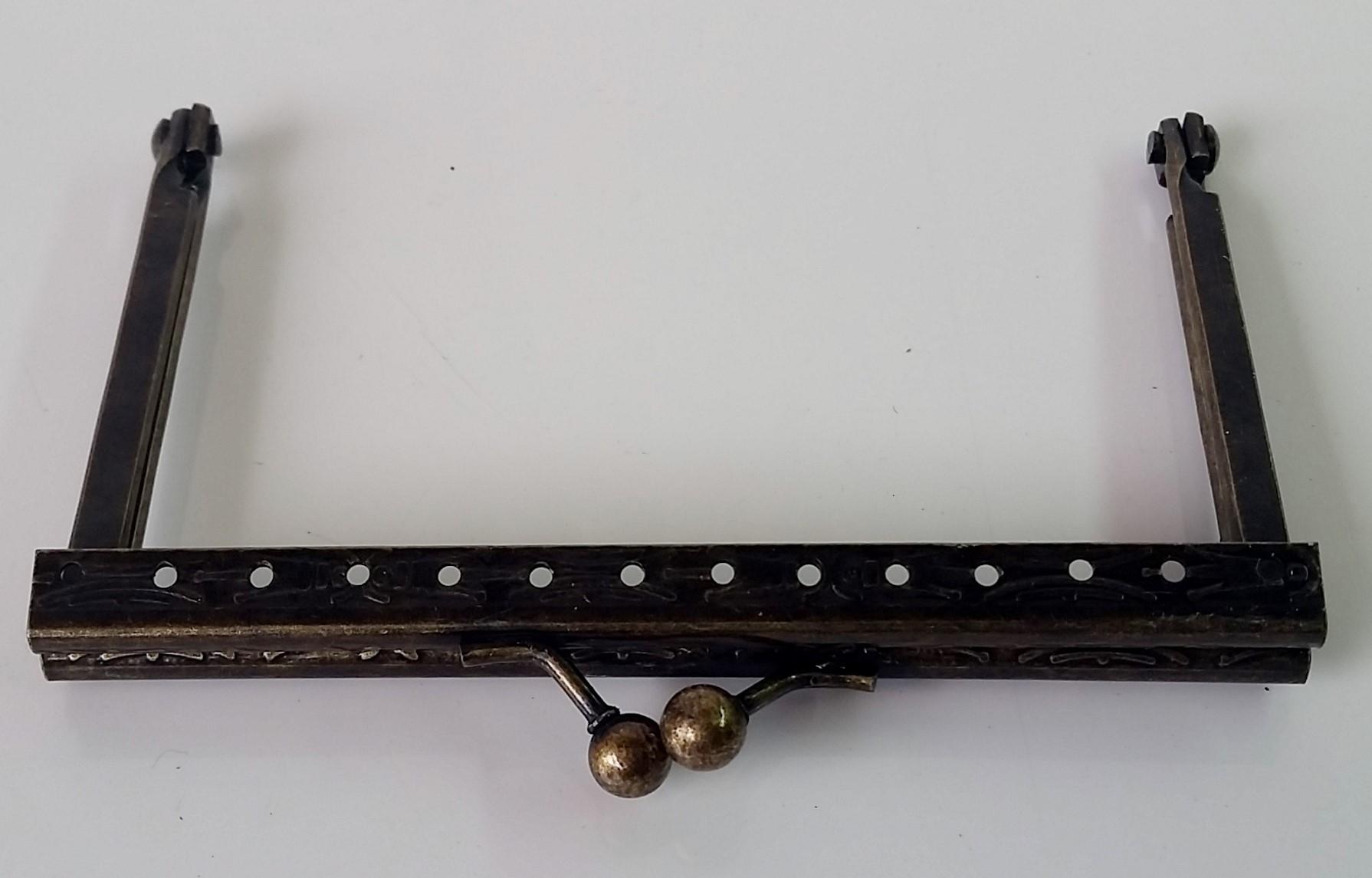 Armação 10cm x 6cm Desenhada c/ furos p/ costura Ouro Velho