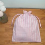 Saco Impermeável Roupa Suja de Bebê Cisne Rosa