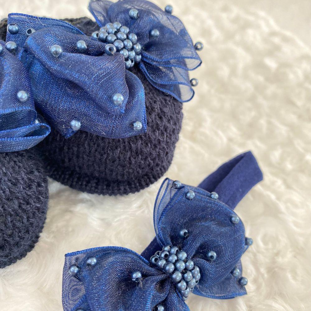 Sapatinho Tricot e Tiara para Bebê Pérola e Laço G Azul Marinho
