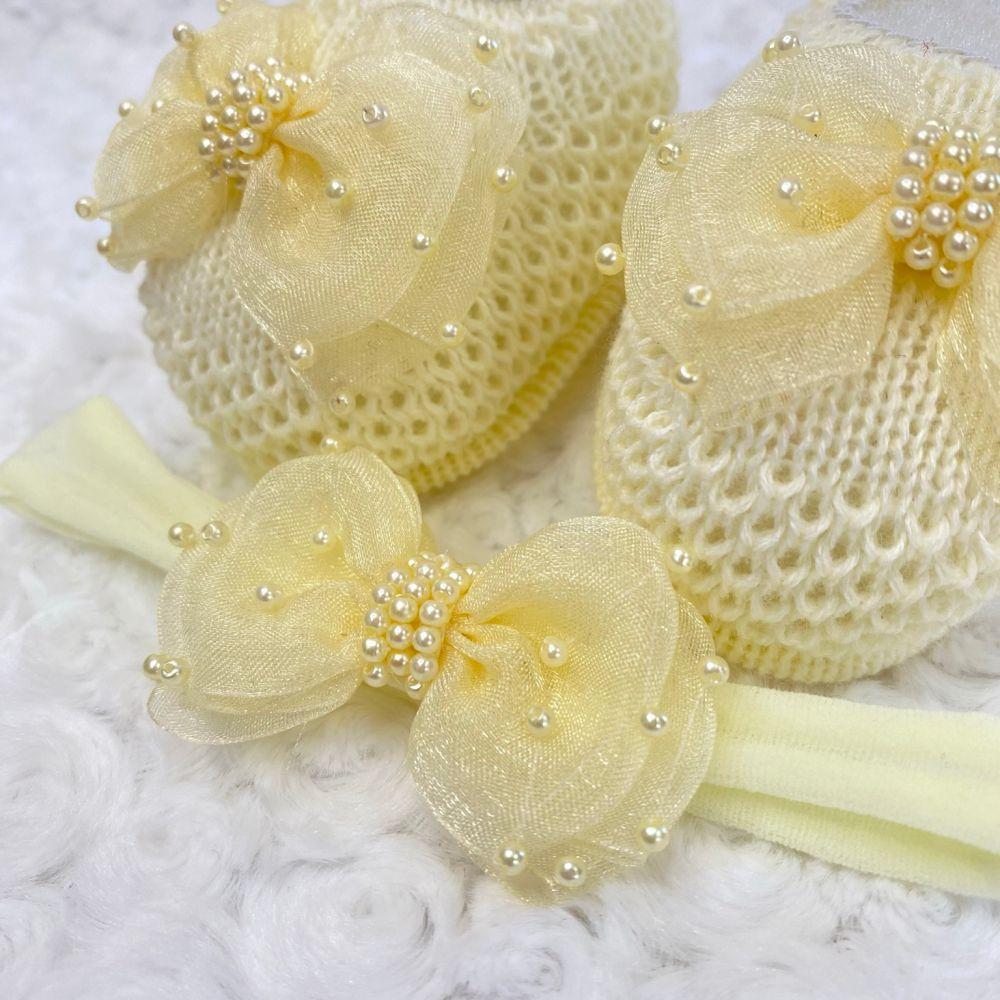 Sapatinho Tricot e Tiara para Bebê Pérola e Laço G Amarelo Bebê