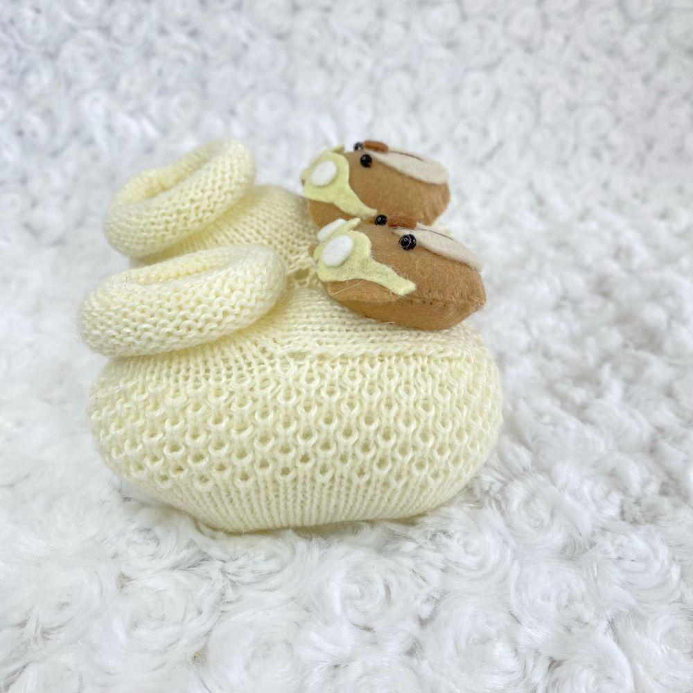 Sapatinho Tricot para Bebê Urso Marfim