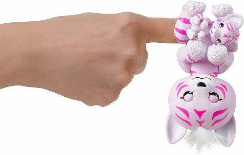 Agarradinho Fingerlings Tigre Com Bebê Tilly E Tammy Acende