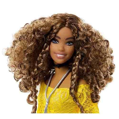 Boneca Barbie Fashionista Curvy 85 Gordinha Cacheado Top