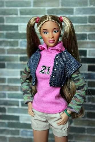 Boneca Prettie Girl The Valencia Articulada Top Tipo Barbie
