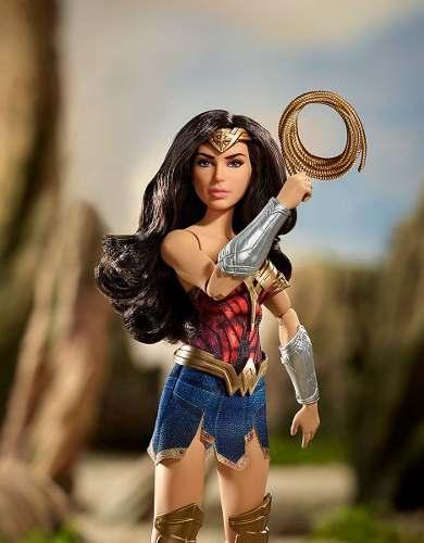 Boneca Barbie Mulher Maravilha Pronta Batalha com Corda Top