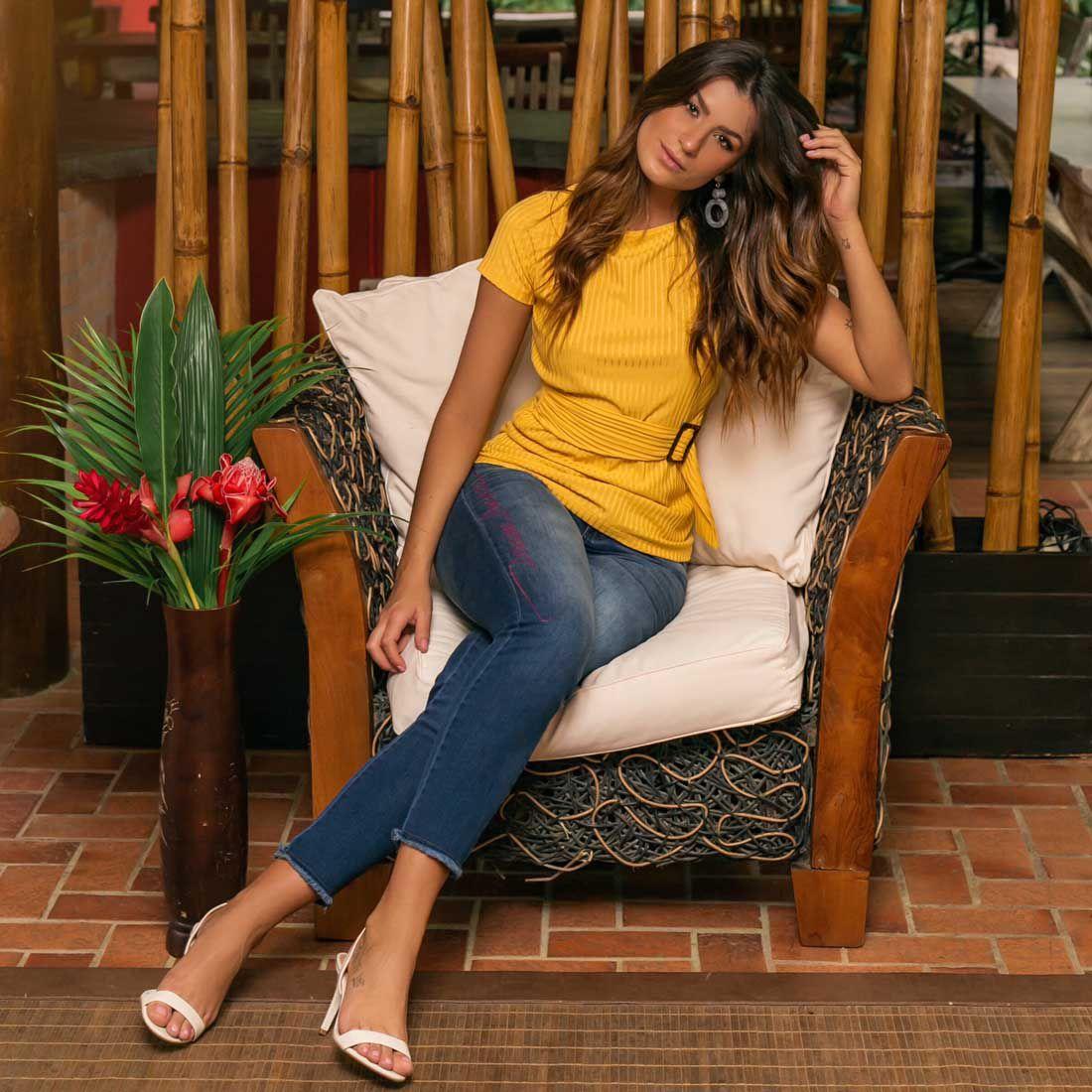 Blusa de Malha Faixa na Cintura Amarela