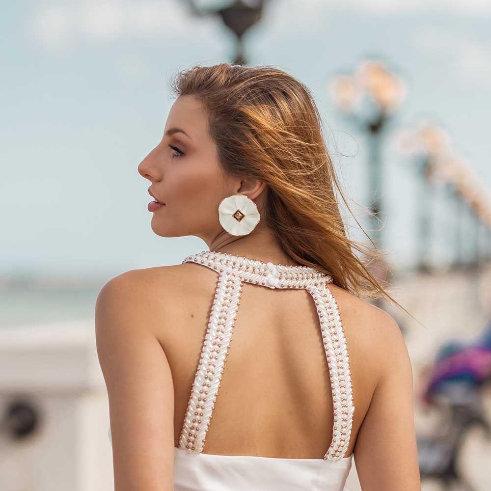 Blusa Gola Alta com Bordado Off-white
