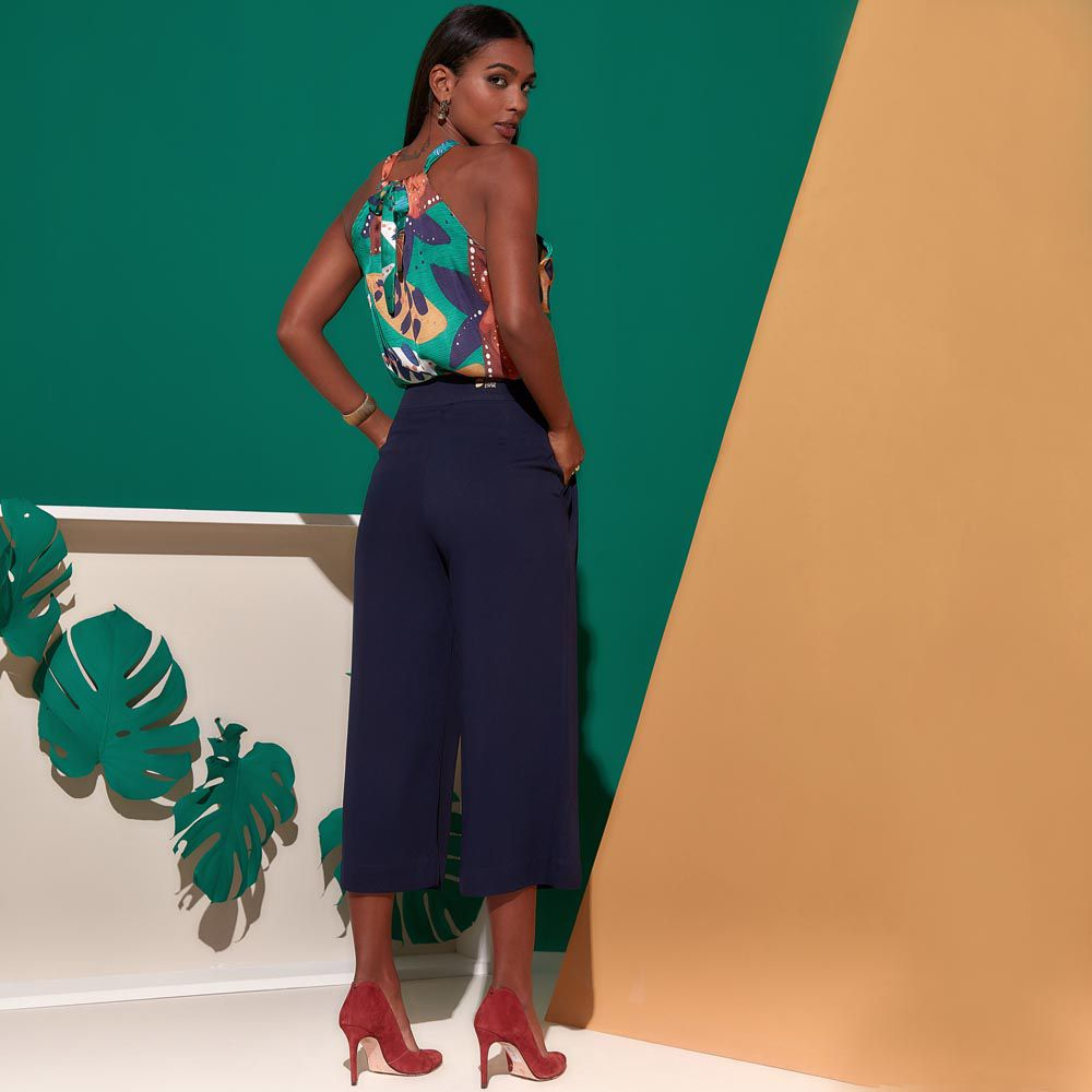 Calça Pantacour com Bolso Lateral Azul Marinho