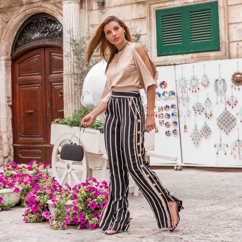 Calça Pantalona com Botões Laterais Listrada