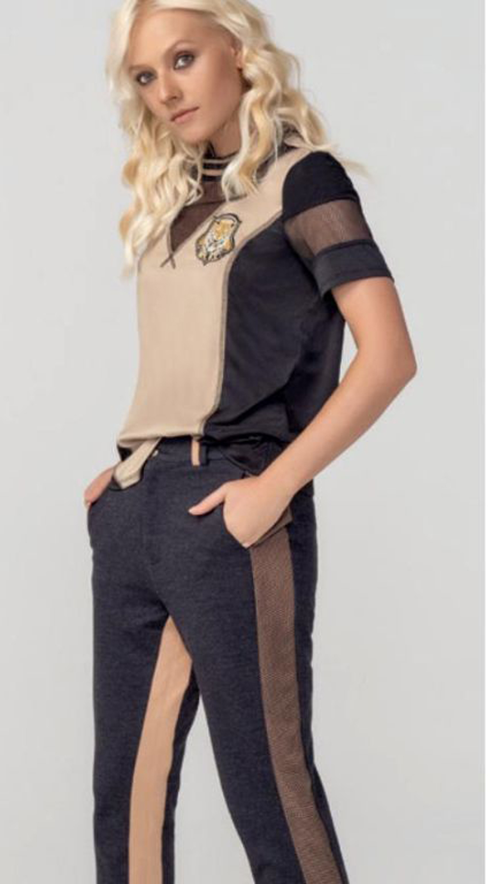 T-shirt Feminina com Recortes MyFT