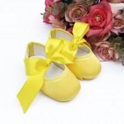 Sapatilha Amarela de Cetim com Fecho em  Fita