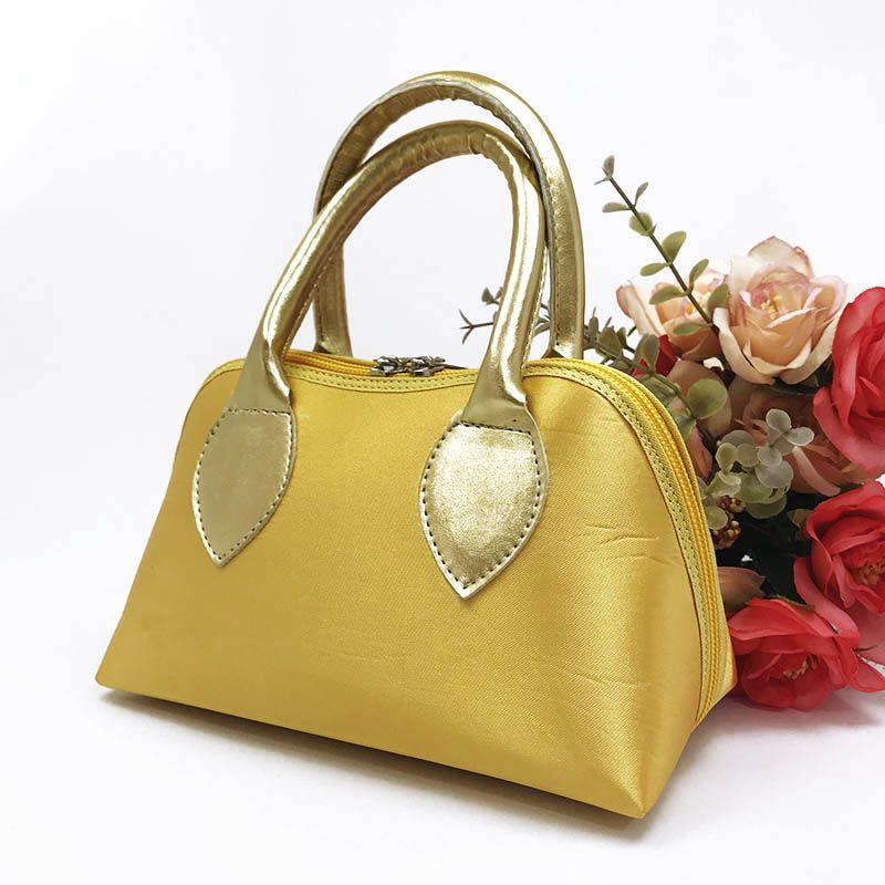 Bolsa Dourada em Cetim