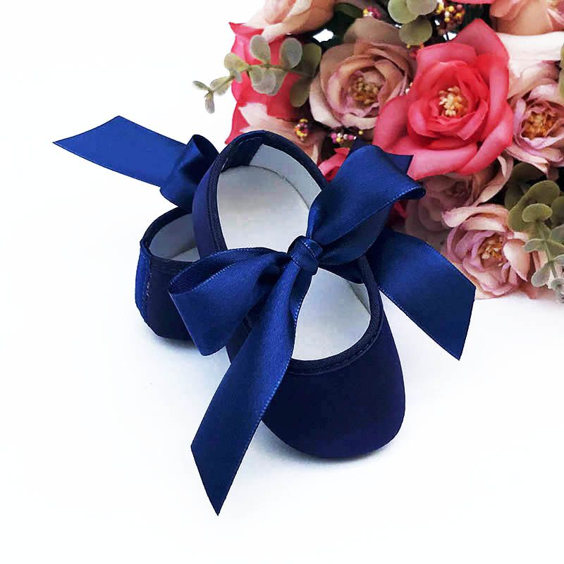 Sapatilha Azul Marinho de Cetim com Fecho em  Fita