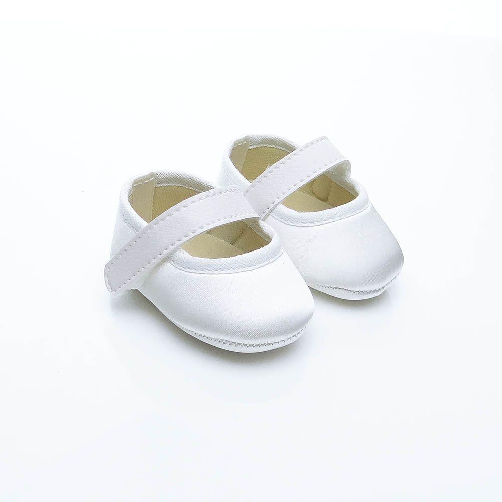 Sapatilha Branca de Cetim com Fecho em  Velcro