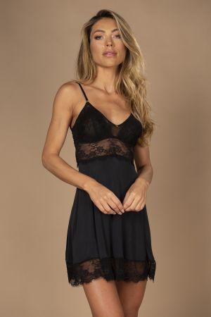 Camisola sensual com detalhes em tule e renda